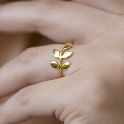 Jasmine White London 18 carat gold vermeil leaf ring